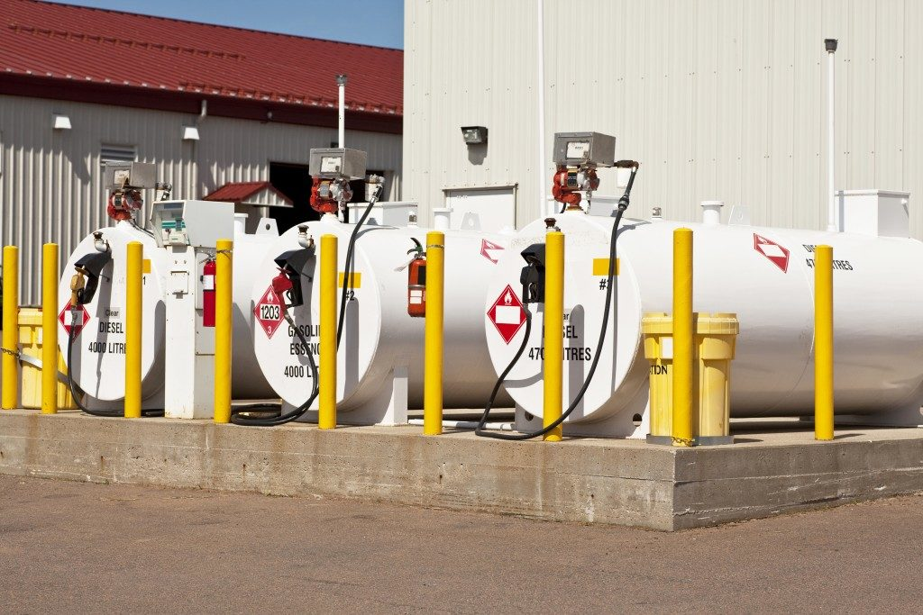 fuel tanks with safety features
